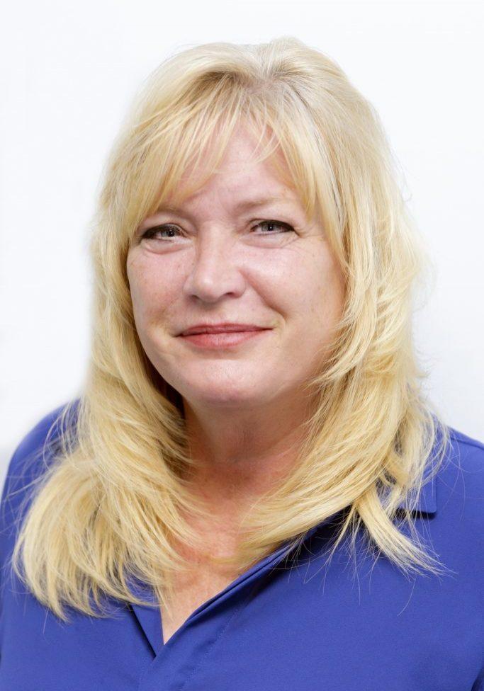 Lynn Bauers headshot in office